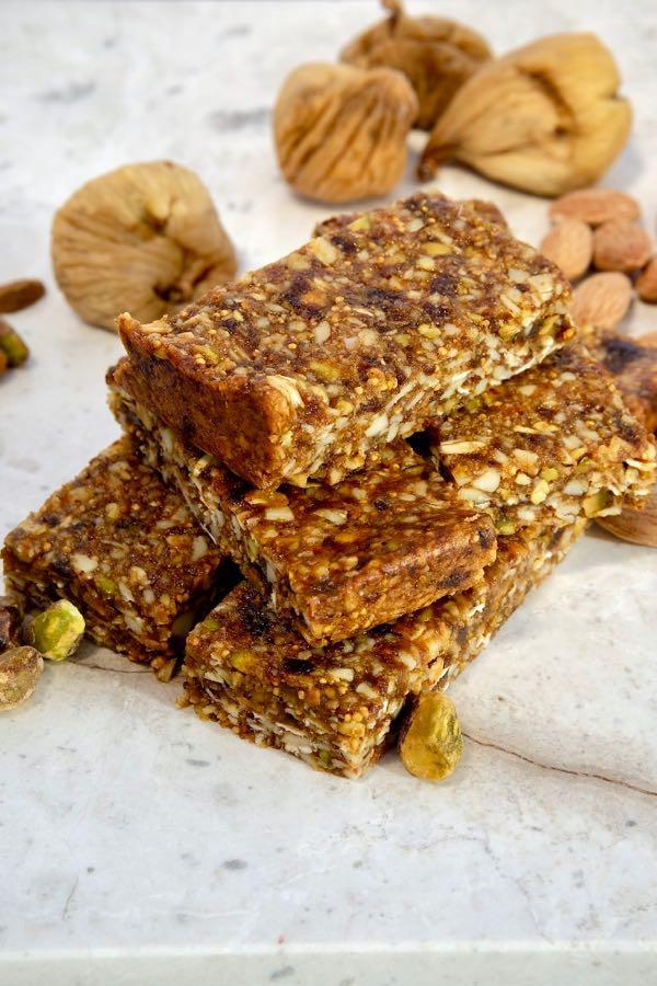 Chewy Almond Fig Granola Bars Mia S Cucina
